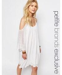 White Cove Petite - Mini robe en dentelle crochetée avec épaules découvertes - Blanc