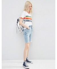 ASOS - Short mom en jean style 90's à ourlet effiloché - Bleu