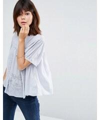 ASOS - Lässiges T-Shirt mit Spitzeneinsatz - Blau
