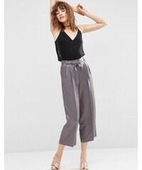 ASOS - Premium - Anzughose aus Satin im Culotte-Design - Grau