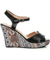 LAURA MODE Retro sandály na klínu