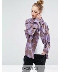 Reclaimed Vintage - Überfärbte Jacke im Militär-Stil mit Camouflage-Print - Violett
