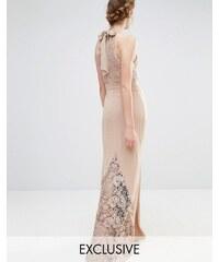Jarlo Wedding - Robe longue en dentelle à encolure montante avec nœud au dos - Marron