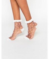 ASOS - Socquettes fines à pois avec bordure en dentelle - Blanc