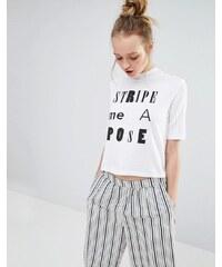 Monki - Stripe Me A Pose - T-shirt court à col haut - Blanc