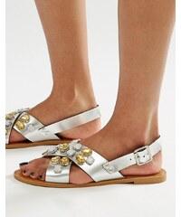 Glamorous - Verzierte flache Sandalen mit überkreuzten Riemen - Silber