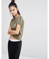 Ellesse - Anliegendes Retro-T-Shirt mit Tape-Details - Grün