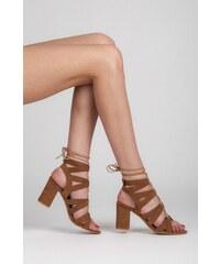 VICES Okouzlující hnědé semišové sandálky s vázáním