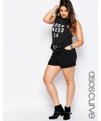 ASOS Curve ASOS - Mom-Jeansshorts mit hoher Taille in verwaschenem Schwarz - Schwarz