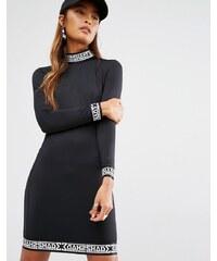 Shade London - Figurbetontes Kleid mit Band-Detail am Bündchen und hohem Kragen - Schwarz