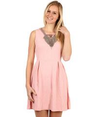 df6db014f4d TopMode Krátké šaty s aplikací ve výstřihu (růžová
