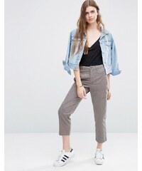 ASOS - Pantalon chino court avec poches plaquées - Beige