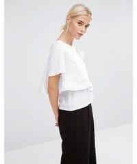 Zacro - Kastenförmiges T-Shirt in Wickeloptik mit Rüschen - Weiß
