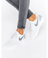 roshe runners - Nike - Baskets classiques effet holographique - Gris - Gris - Glami.fr