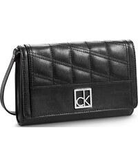 Calvin Klein Elegantní černé psaníčko Kora Swing Wallet Black