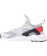 Nike Sportswear AIR HUARACHE RUN ULTRA Baskets basses wolf grey/white/bright crimson/black