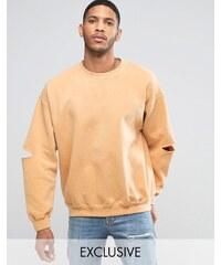 Reclaimed Vintage - Überfärbtes Oversize-Sweatshirt mit aufgeschlitzten Ellbogen - Gelb