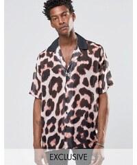 Reclaimed Vintage - Chemise coupe classique imprimé léopard à revers de col - Taupe