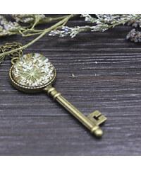 Lesara Halskette mit Schlüsselanhänger & getrockneter Blüte - Weiß