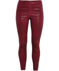 Tigha NORI Pantalon en cuir berry