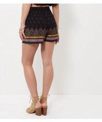 New Look Petite – Schwarze Shorts mit Stickerei