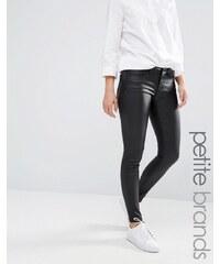 Noisy May Petite - Eve - Superschmale beschichtete Jeans mit niedriger Taille - Schwarz