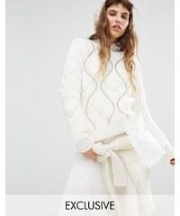 Seint - Pull en tricot torsadé avec clous argentés - Crème