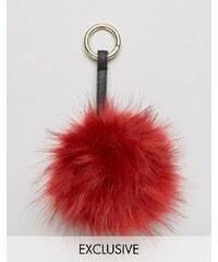 My Accessories - Taschenanhänger mit Kunstfellbommel in Burgund - Rot