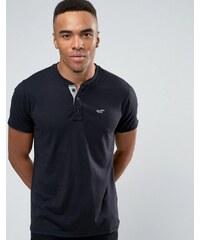 Hollister - Schmales, schwarzes Henley-T-Shirt mit kontrastierendem Möwenlogo - Schwarz