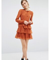 Vero Moda - Stufenkleid mit Schleife am Ausschnitt - Orange