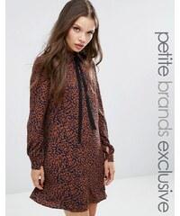 Fashion Union Petite - Diana - Robe à imprimé léopard avec foulard à l'encolure - Multi
