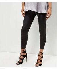 New Look Umstandsmode – Schwarze, beschichtete Leggings mit Überbauchbund