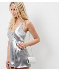 New Look Silberfarbene strukturierte Box-Clutch mit Schleifendesign