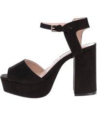 Černé sandály v semišové úpravě na podpatku Miss Selfridge
