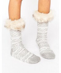 ASOS - Chaussettes-chaussons à motif jacquard avec haut en fausse fourrure - Gris