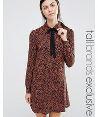 Fashion Union Tall - Diana - Robe à imprimé léopard avec foulard à l'encolure - Marron