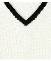 New Look Teenager – Cremeweißer Pullover mit kontrastierendem V-Ausschnitt