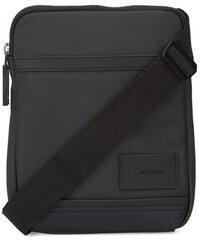 Calvin Klein Flache Tasche aus schwarz beschichtetem Stoff