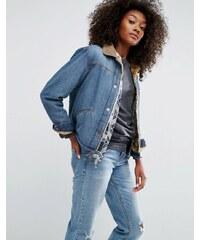 ASOS - Jeansjacke in mittlerer Vintage-Waschung mit Kunstpelzfutter - Blau
