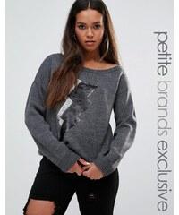 Noisy May Petite - Strick-Sweatshirt mit One-Shoulder-Träger und Pailletten-Blitzmotiv - Grau
