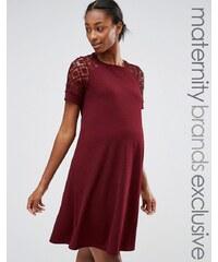 Bluebelle Maternity Bluebelle - Mode für Schwangere - Ausgestelltes Kleid mit Spitzeneinsätzen - Rot