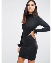 AX Paris - Robe moulante à encolure montante et poignets en fausse fourrure - Noir