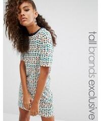 Fila Tall - Überdimensioniertes T-Shirt-Kleid mit Motiv-Print - Mehrfarbig