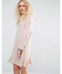 I Love Friday - Kleid mit Rundhalsausschnitt und Rüschensaum - Rosa