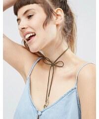 ASOS - Collier court nœud avec pendentifs feuilles - Vert