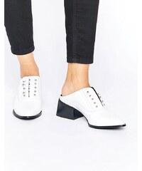 Sol Sana Claire - Lackleder-Pantoletten in Weiß mit Steg - Weiß