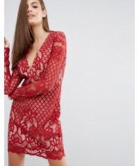 Stylestalker - Langärmliges Minikleid aus Spitze mit V-Ausschnitt - Rot