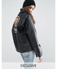 Reclaimed Vintage - Lederjacke im Bikerstil mit paillettenbesetztem Guns & Roses-Aufnäher hinten - Schwarz