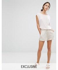 Stitch & Pieces - Lockere Shorts - Beige