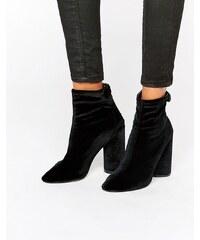 Public Desire - Lia - Samt-Ankle-Boots mit Absatz - Schwarz